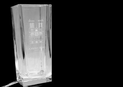 Vase en cristal - Hommage à Notre-Dame - gravure à la main - modèle ''Façade de Notre-Dame''